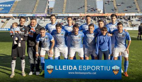 Una de les últimes formacions del Lleida al Camp d'Esports abans de l'aturada pel coronavirus.