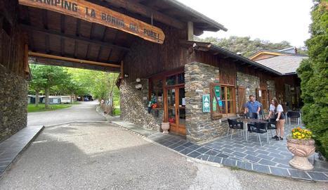 El càmping La Borda del Pubill, a Ribera de Cardós, es preparava ahir per obrir demà.