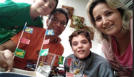 Una de les famílies que ahir van celebrar un vermut a casa.