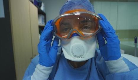 Els metges i els científics lluiten contra el coronavirus des de diferents fronts.