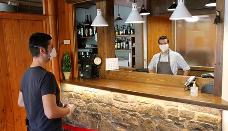La recepció de l'hotel Les Brases de Sort.
