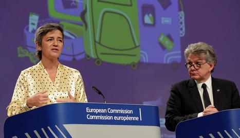 La Comissió Europea va recomanar ahir reobrir fronteres i ajudar el turisme.