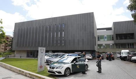 La Guàrdia Civil va desinfectar la comissaria de la Urbana a Lleida.