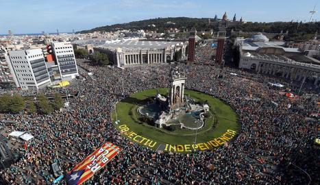 Milers de persones van participar en la concentració de Barcelona de l'11-S l'any passat.