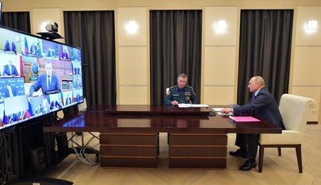Putin, ahir, mantenint una reunió per videoconferència.