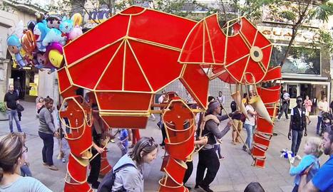 L'espectacle itinerant del Centre de Titelles de Lleida 'Hathi',