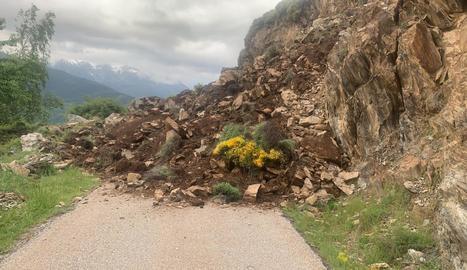 VÍDEO   Una esllavissada deixa dos pobles incomunicats al Pallars Sobirà