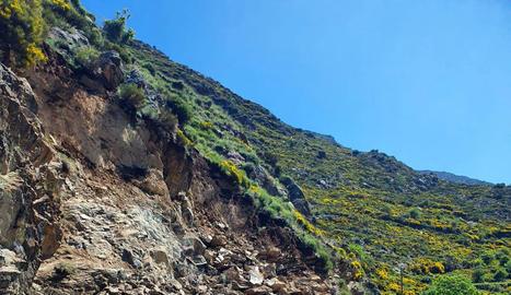Reobre amb pas alternatiu la carretera afectada per una esllavissada prop de Burgo i Llavorre