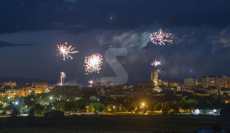Tàrrega va acomiadar ahir a la nit una edició de la festa major amb activitats majoritàriament a través de les xarxes socials però amb un castell de focs artificials en viu.