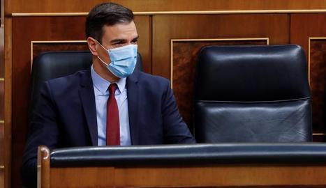 El president del Govern central, Pedro Sánchez, ahir al Congrés, amb una mascareta.