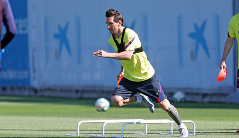 Leo Messi, durant l'entrenament del Barcelona, ahir a la Ciutat Esportiva.