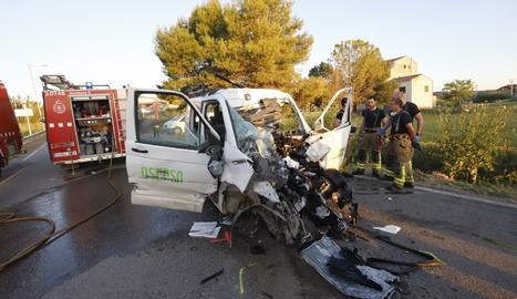 Mor el conductor d'una furgoneta en un xoc frontal contra un camió a Puigverd de Lleida
