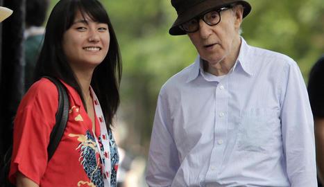 El cineasta Woody Allen, a la imatge amb la seua filla Manzie, té actualment 84 anys.