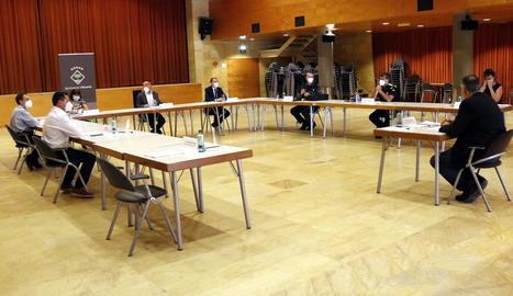La junta local de seguretat d'Alcarràs es va celebrar a Lo Casino per poder mantenir la distància social.
