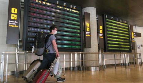 L'aeroport de València va rebre ahir el primer avió de l'estranger que ha de guardar quarantena.