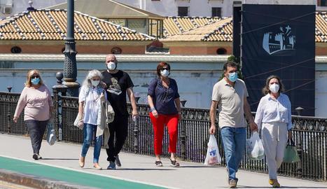 L'ús de les mascaretes és ja generalitzat als carrers i als llocs tancats.