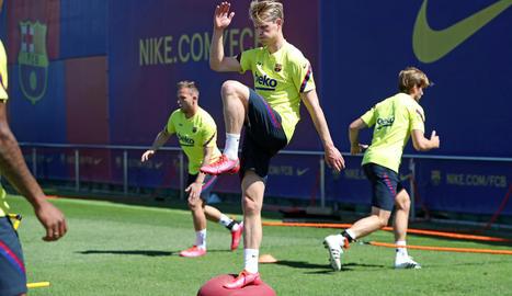Frenkie de Jong, en una sessió d'entrenament del FC Barcelona a la Ciutat Esportiva.