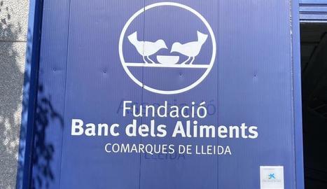 Estrada Fernández, al centre, amb responsables del Banc.