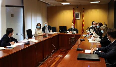 La sala de vistes de la secció 3a contenciosa-administrativa a l'inici del segon dels quatre judicis per autoritzar manifestacions en cotxe de Vox.
