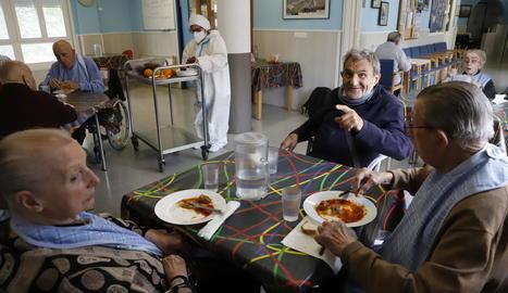 Usuaris de la residència d'Àger ja comparteixen zones comunes del centre després d'estar més de dos mesos aïllats.