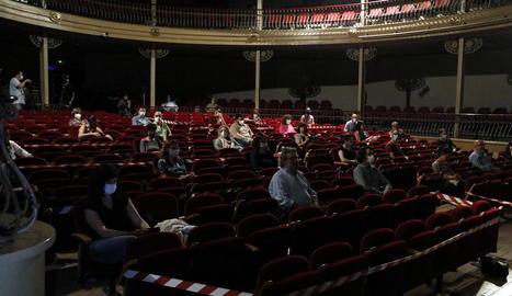 L'interior del teatre, minuts abans que comencés l'obra.