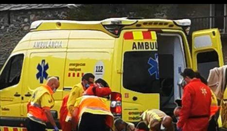 El moment en què li van practicar els primers auxilis.