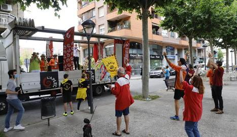 La desfilada va transcórrer per mig centenar de carrers de Lleida i va rebre el carinyo dels veïns i penyistes.