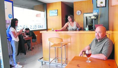 Imatge del bar Els Arcs de la Seu, que ahir va tornar a obrir l'interior del local.