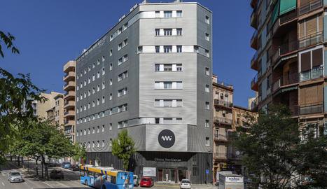 Façana de la remodelada clínica, ubicada a Prat de la Riba i ara denominada Mi NovAliança.