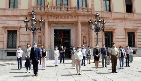 Cunillera presideix el minut de silenci a la subdelegació del govern a Lleida en record de les víctimes de la Covid-19