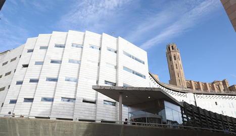 Vista de l'entrada principal dels Jutjats de Lleida.