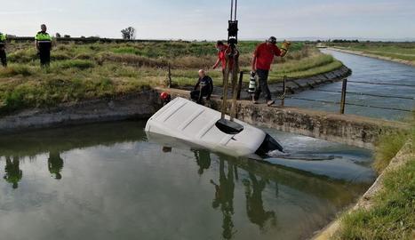 Imatge de la furgoneta a l'interior del canal.