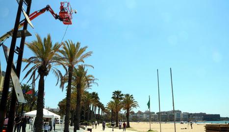 Una de les càmeres amb sensor que Salou ha instal·lat a les platges per controlar l'aforament.