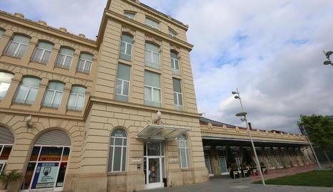 Façana de l'hotel Rambla, enclavat a l'edifici de l'estació de Renfe.