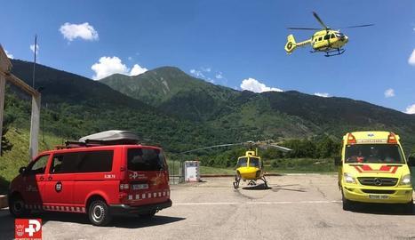 Un helicòpter medicalitzat va traslladar la dona des de Vielha fins a l'hospital barceloní.