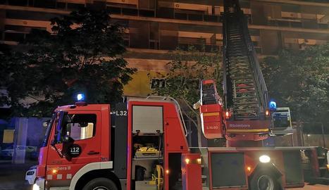 Rescatats al quedar-se tancats al balcó del seu pis a Cappont