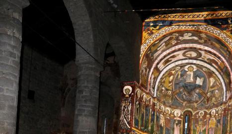 Sant Climent de Taüll va reobrir ahir després de vora tres mesos tancada amb estrictes mesures de seguretat i distanciament entre visitants.