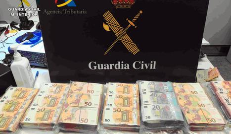 Enxampen un ciutadà alemany a l'Aeroport de Barcelona amb 300.000 euros a la maleta sense declarar