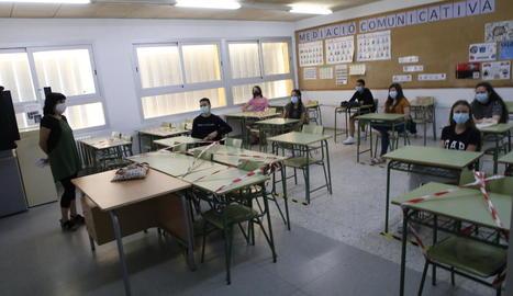 Estudiants de segon de Batxillerat, preparant la selectivitat a l'institut Ronda.