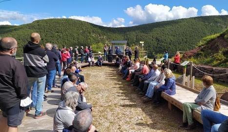La reunió d'alcaldes, entitats i propietaris forestals al nucli de Rubió, a Soriguera.