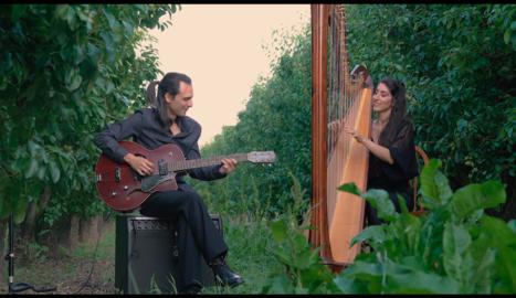 Ivan Gràcia i Berta Puigdemasa, en el vídeo del concert.