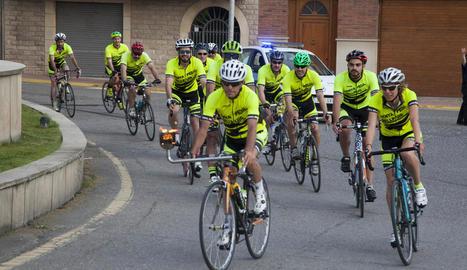 Ciclistes de la Penya Pedal, l'any passat amb la Flama.