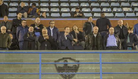 El president del Lleida, Albert Esteve, a la llotja del Camp d'Esports en un dels últims partits.