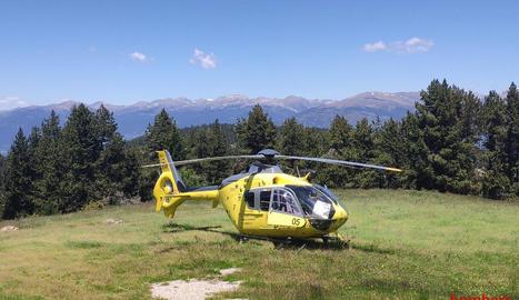 L'helicòpter durant el rescat de diumenge a Riu de Cerdanya.