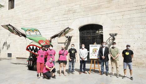 Presentació de l'Esbaiola't, amb La Baldufa, l'alcalde d'Esterri i representants de l'IEI i de Cultura.