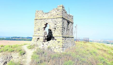 Restes d'una torre de telegrafia òptica construïda a mitjans del XIX.
