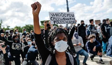 Una de les protestes a París per la mort de George Floyd.