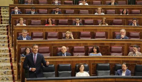 Sánchez durant una de les seues intervencions ahir a la sessió de control al Congrés.
