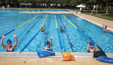 Els nadadors del CN Tàrrega es poden entrenar durant l'estiu a la piscina a l'aire lliure.