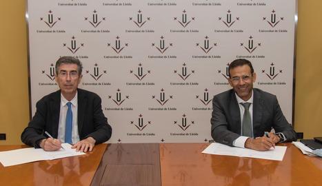 Jaume Puy, rector de la Universitat de Lleida, i Jaume Masana, director territorial Catalunya de CaixaBank.